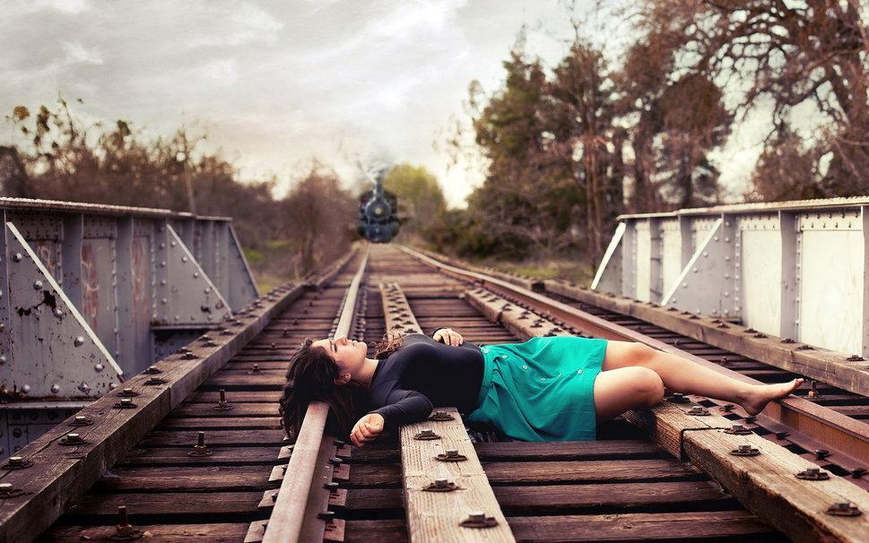 104980__girl-railroad-train_p
